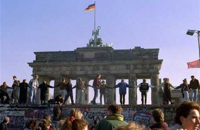 Berlin-wall-dancing